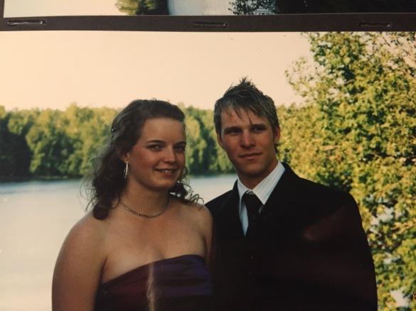 Men man mognade till sig (alla fall lite) och gick på bal igen, nu som 19 åring inför studenten! Här med Elin!