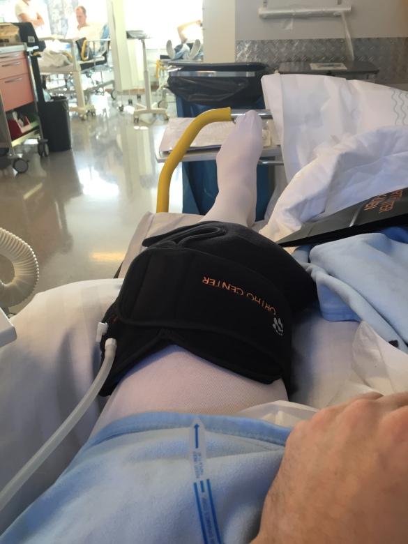 Och avslutningsvis mitt knä med mitt kylbandage på!